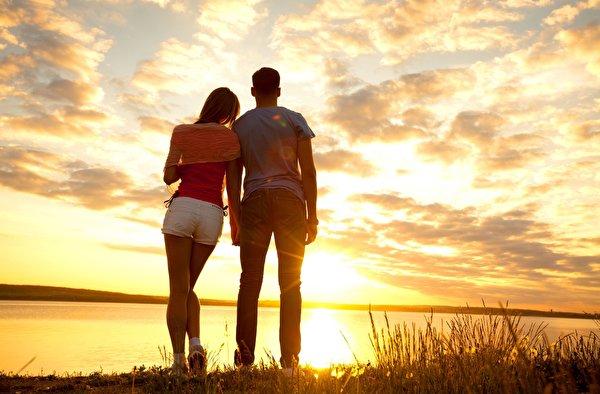 ネット恋愛して結婚した男女は幸福度が高い?!